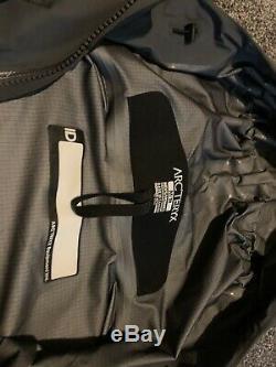 ARCTERYX LEAF Alpha Jacket LT Gen 2 Wolf Grey Medium