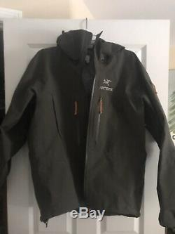 Arc'teryx Alpha SV Jacket Men's Medium Coffee Bean
