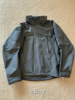Arc'teryx LEAF Alpha Jacket Gen 2 Medium Wolf Made in Canada NSW