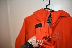 Arc'teryx Men's Alpha LT Mountaineering/Climbing Jacket in AMAZING SHAPE