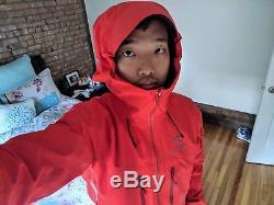 (Like new) Men's Arc'teryx Alpha SV Jacket Medium (Cardinal)