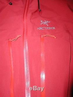 Veste Arcteryx Alpha Sv, Med, Territoires Du Nord-ouest, Gore Tex Pro, Oxblood Le Meilleur Fabriqué Au Canada